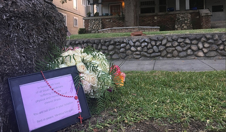 A framed note was placed outside the home where Vanessa Marquez was killed. (Credit: B. Higgs)