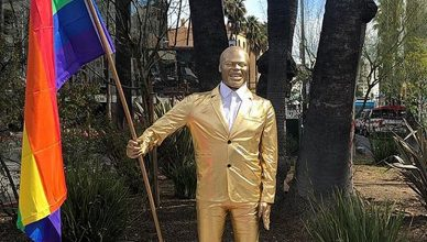 A statue of Kevin Hart is shown in Hollywood. (Credit: Instagram/@PlasticJesus)