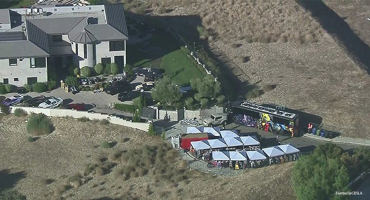 Chris Brown Yard Sale (Credit: Twitter/@CBSLA)