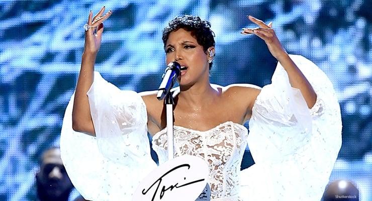 Toni Braxton performs at American Music Awards (Credit: Shutterstock)